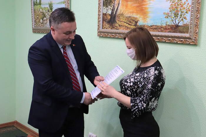 В Дубоссарах три молодые семьи получили сертификаты на приобретение жилья
