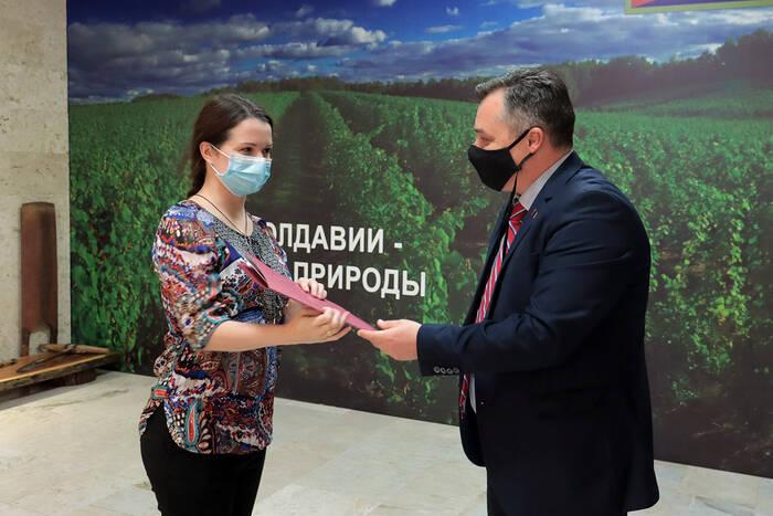 В Дубоссарах вручили госнаграды сотрудникам ЗАО «Букет Молдавии» и ООО «Лендер Агроприм»