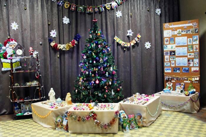 В Дубоссарском музее открылась выставка новогодних игрушек и открыток