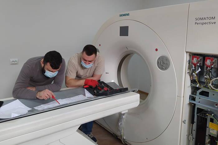 В дубоссарской больнице устанавливают компьютерный томограф
