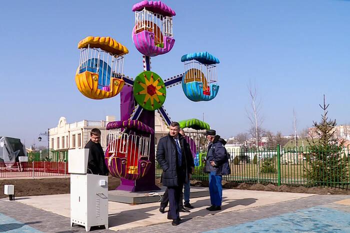 В Екатерининском парке столицы тестируют детские карусели