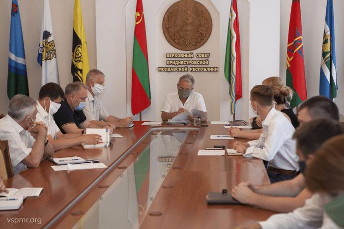 Руководство госСМИ рассказало депутатам о новых методах работы в период пандемии