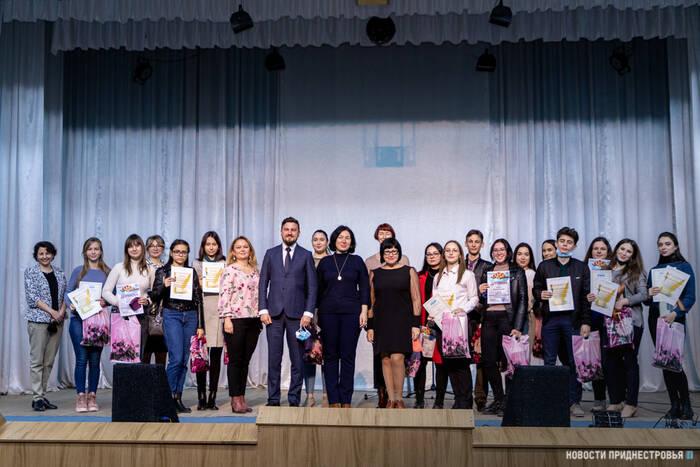 В ПГУ наградили победителей конкурса чтецов «Серебряный век»