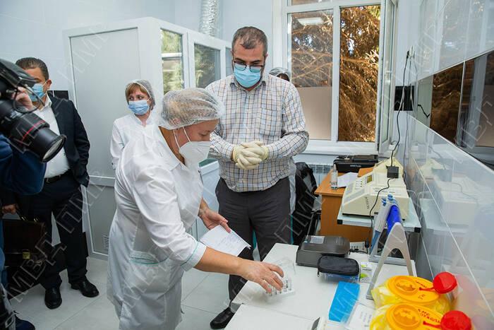 В РКБ апробировали работу новых анализаторов и экспресс-тестов на коронавирус