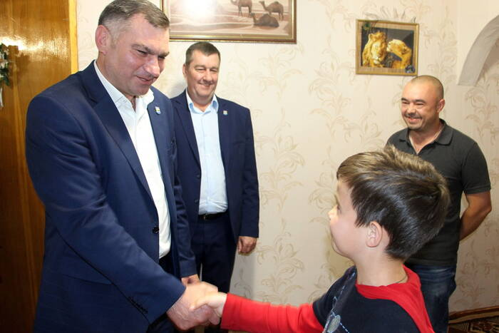 В Рыбнице онкобольным детям вручили планшеты от Президента