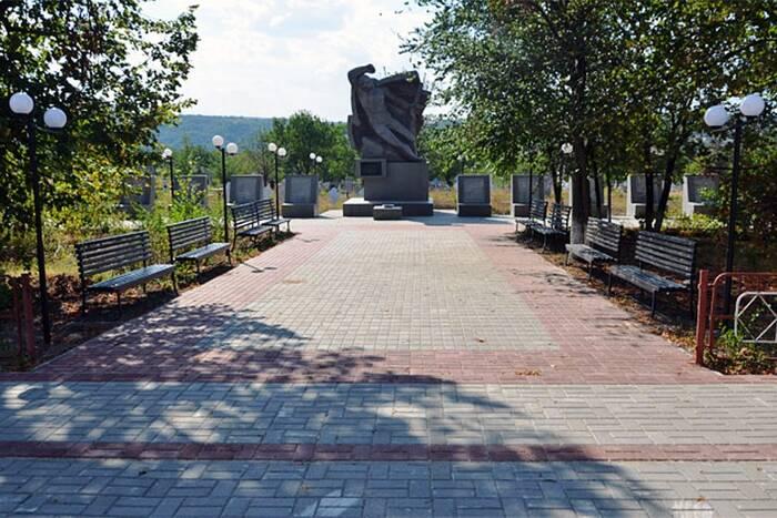 В селе Гармацкое обновили мемориальный комплекс
