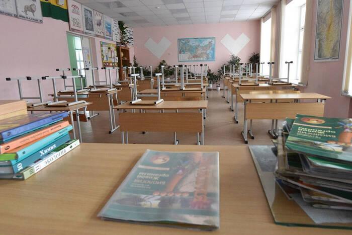 В школах и детских садах продолжают выявлять случаи заражения коронавирусом