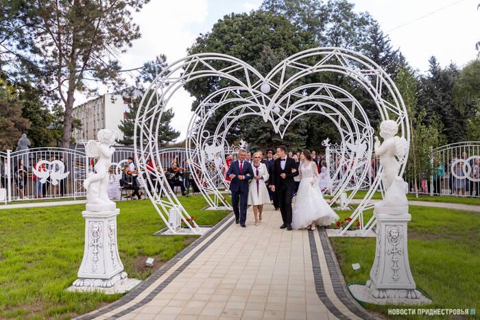 В Слободзее завершилось строительство парка Молодожёнов и «сухого» фонтана