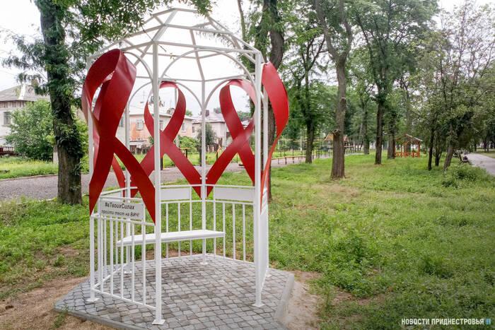 В Тирасполе открыли арт-объект в память о тех, кто умер от СПИДа