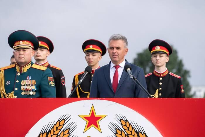 В Тирасполе состоялся военный парад по случаю 31-й годовщины образования Приднестровской Молдавской Республики