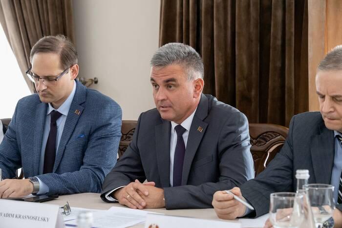 Вадим Красносельский: Необходимо совместными усилиями решить проблемы, серьезно осложняющие жизнь граждан
