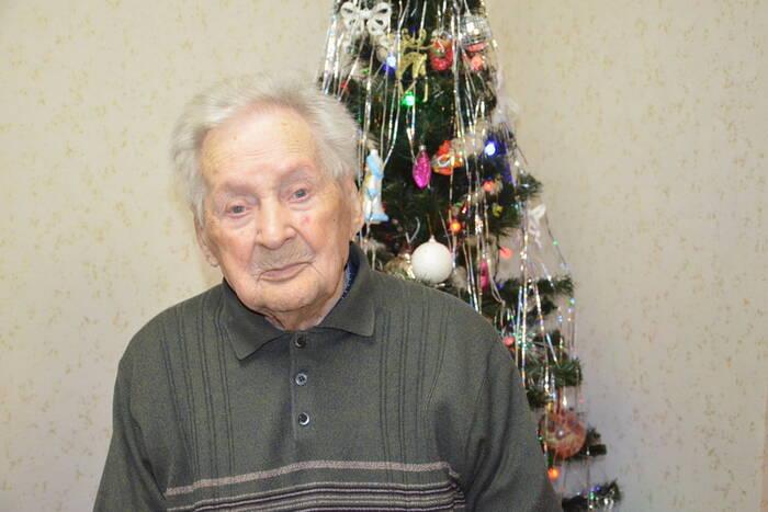Ветерана Великой Отечественной войны Дмитрия Кожухарева поздравили с днём рождения