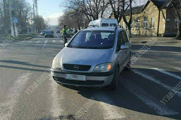 Водитель иномарки сбил на пешеходном переходе в Бендерах пенсионерку