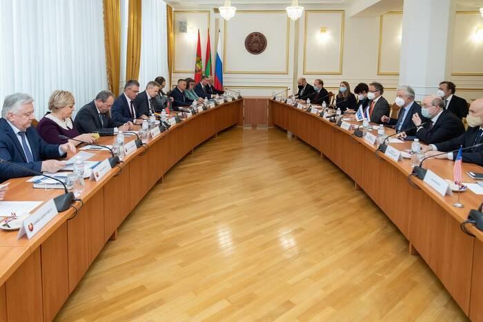 Встреча Президента ПМР Вадима Красносельского с посредниками и наблюдателями в переговорном процессе