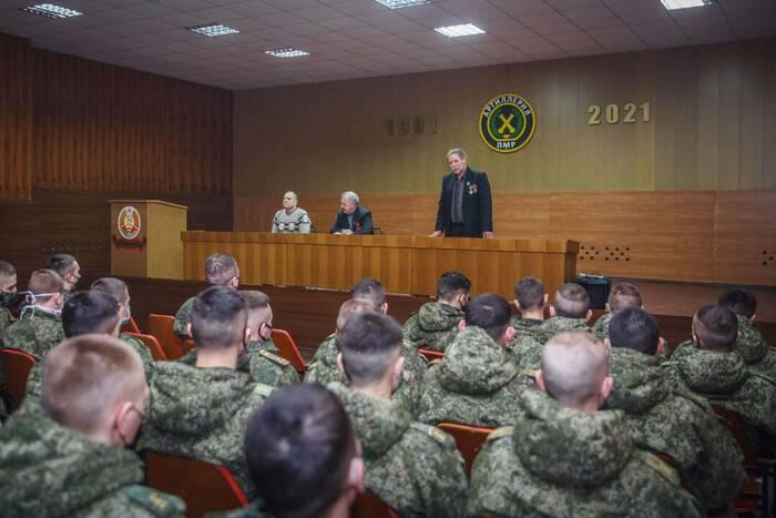 Защитники ПМР встретились с курсантами Военного института